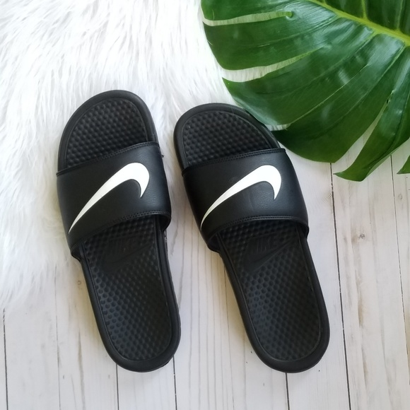 separation shoes bf694 d83b4 Nike Benassi Swoosh Slide Black White. M 5b871de22beb796334864096